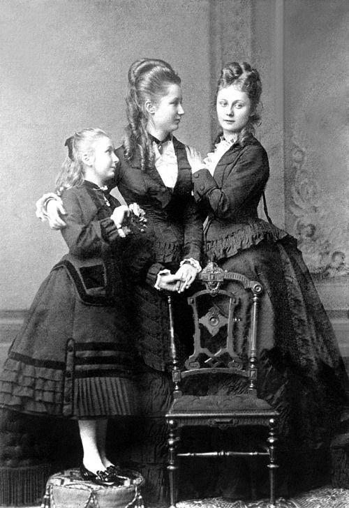 Lancienne Cour Princesses Feodore Augusta Victoria Later