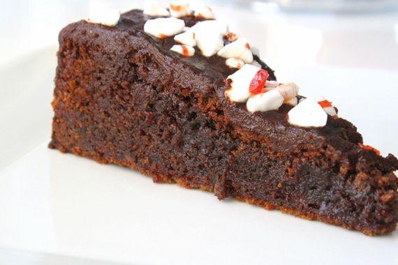 En krämig chokladtårta med mintsmak. Yummi! Ändrade lite på receptet-Vi ville ha en tryffeltäcke istället för smält choklad på tårtan. Men här är orginalreceptet : 200 gram rumsvarmt smör 4 dl strösocker 4 ägg 3 dl vetemjöl 1 dl kakao 1 tsk bakpulver 1 tsk vanilsocker 100 gram mörk … Läs mer