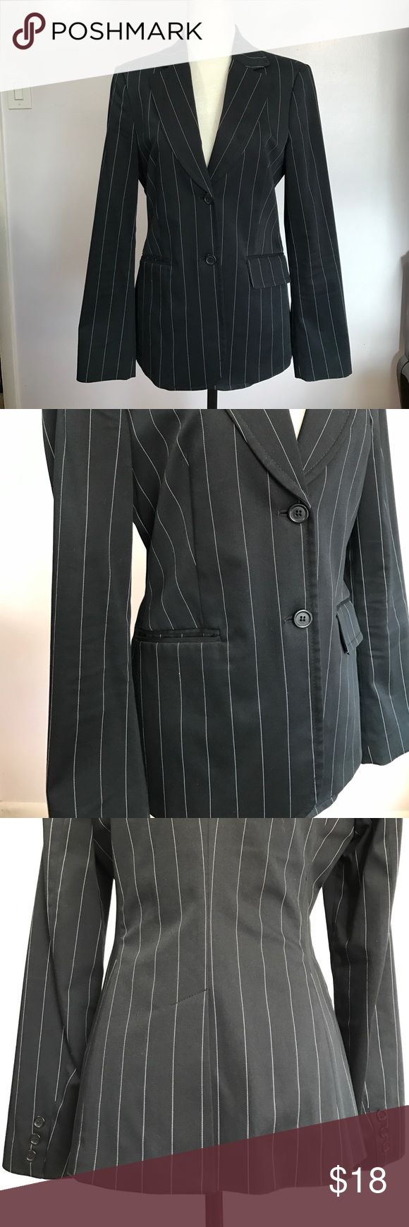 """United Colors Of Benneton Tailored Jacket Excellent condition- no flaws! 100% polyester. Armpit to armpit- 18"""". Waist- 16"""". Length- 261/2""""💖💕 United Colors Of Benetton Jackets & Coats Blazers"""