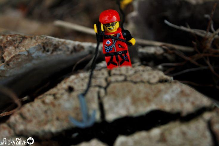 https://flic.kr/p/ZPqwnG | [Real World] (30.2) The Climber  #Canon #Comunidade 0937 #Photography #LegoPhotography #LegoMinifig #Lego #Minifig #Minifigures #Legos #PhotographyLego