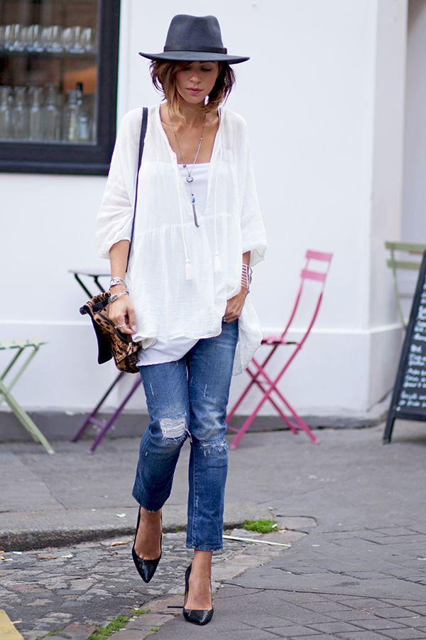 Blouse Zara (similaire ici) Jean Zara Escarpins Whistles Sac Dreyfuss Chapeau Herman Headwear (customisé avec quelques plumes) // manchettes Free People