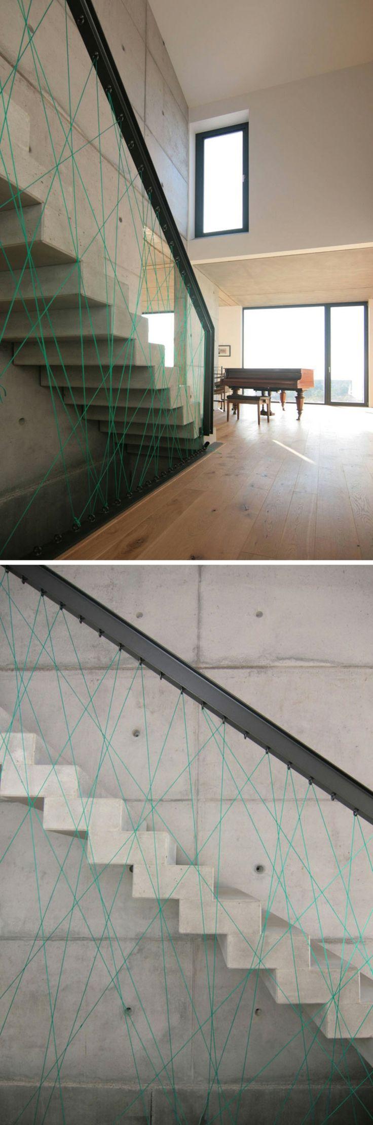 originales escaleras con barandillas de cuerda