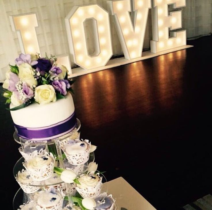 LOVE this purple #Cupcake tower!