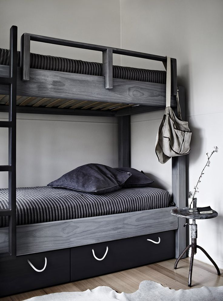 Great to see a dark bunk bed - something for coming photo shoot via: - Orchard Keepers 21 | © Sharon Cairns | Est Magazine