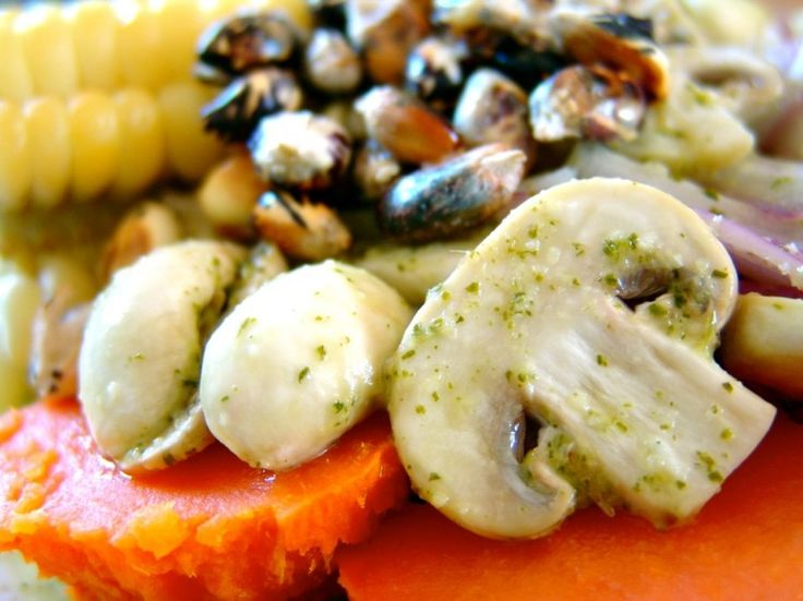 Ceviche de Champiñones. I don't want to forget this recipe. Some day, I'll make it.