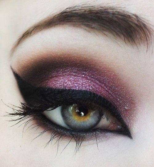 Freaking love it! Purple lavender smoky eye with amazing cat eye liner.. Eye shadow makeup.. Amazing eyebrow