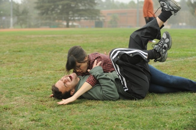 """Jess (Zooey Deschanel) & Nick (Jake Johnson) from the """"Injured"""" episode of NEW GIRL on FOX."""