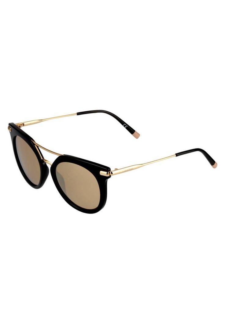 Calvin Klein. Occhiali da sole - black/gold. #occhialidasole #sunglasses #zalandoIT #fashion #moda Portaocchiali:Custodia rigida. Forma occhiali:Farfalla. Protezione UV:Sì. Astine:14.0 cm nella taglia 52. Ponte:1.9 cm nella taglia 52. Larghezza:14.5 cm nella taglia 52