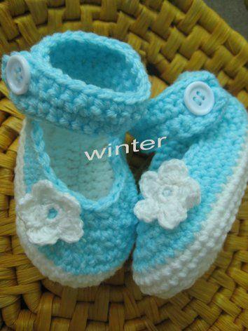 zapatitos croc a crochet patron gratis   Azul de cielo ganchillo del bebé de la margarita calza bebé/niño ...