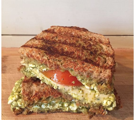 I Love Health | grilled sandwich with cheese, tomato, pesto and chicken | http://www.ilovehealth.nl