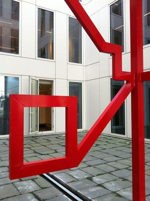 Sculpture by Vollmer & Partners for the courtyard of the RET head-office in Rotterdam