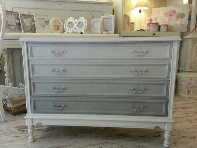 Mejores 13 im genes de muebles pintados por m en pinterest pintar muebles pintados y mesas - Comodas pintadas ...