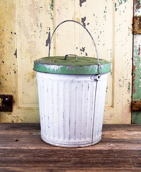 Vintage Galvanized Trash Can With Locking Lid And Handle