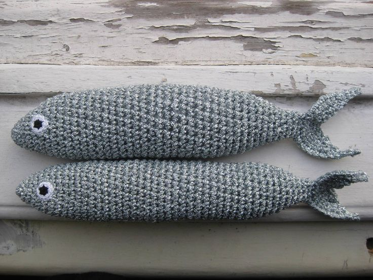 handmade sardines (crochet) https://www.facebook.com/Biscoitos.handmade/photos/pb.1648132372140699.-2207520000.1459369985./1712207795733156/?type=3&theater