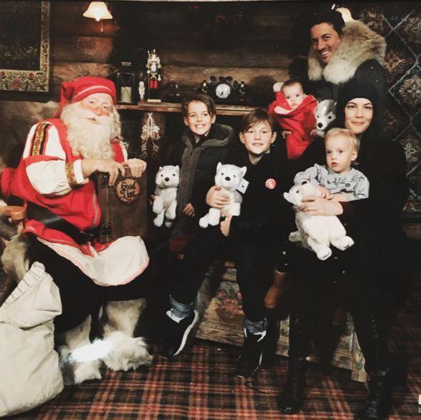 Las celebrities y sus peques se preparan para las Navidades #Liv Tyler Kids #Liv Tyler family #David Gardner kids #David Gardner Family #Christmas #Christmas celebration #Christmas decoration #Celebrities #Celebrity kids #Christmas tree  #family #Santa Claus #Papa Noel