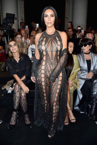 Kim Kardashian Photos Photos - Kim Kardashian attends the Balmain show as part of the Paris Fashion Week Womenswear Spring/Summer 2017 on September 29, 2016 in Paris, France. - Balmain : Front Row - Paris Fashion Week Womenswear Spring/Summer 2017