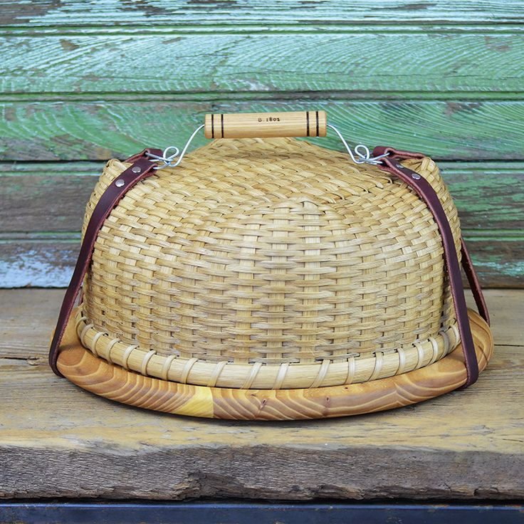 Ah-may-zing! This is for sure a modern heirloom. Yes please!!!!   Handwoven Pie Caddy