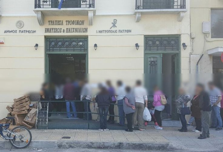Δεκάδες Πατρινοί σχηματίζουν ουρές έξω από την τράπεζα τροφίμων - 6.000 Πατρινοί δυσκολεύονται να κάνουν Πάσχα ΒΙΝΤΕΟ - ΦΩΤΟ Το thebest.gr  κατέγραψε τις εικόνες με προσοχή και σεβασμό στα προσωπικά δεδομένα