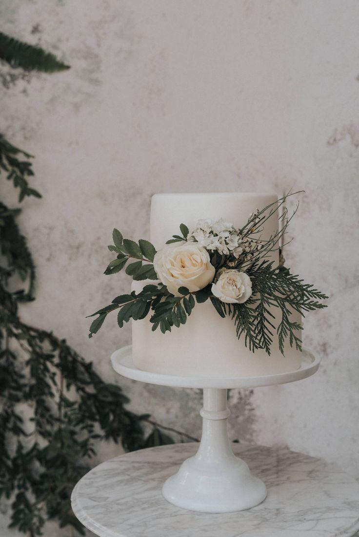 Einfache und elegante Hochzeitstorte Inspiration   weißer kuchen   Dessertideen   Römisch…   – Wedding Cakes and Desserts