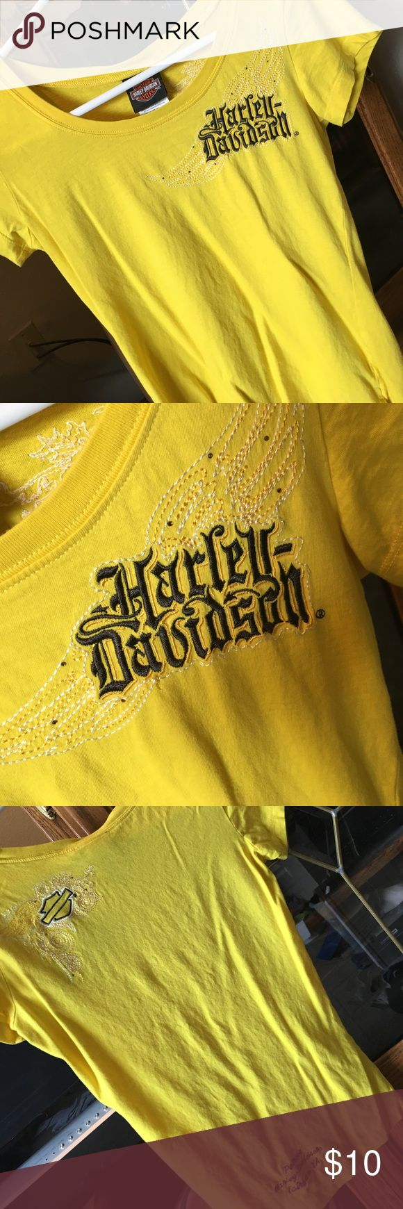 Sunshine ☀️ YELLOW Used Harley Davidson t-shirt. Soft with a stretch. Harley-Davidson Tops Tees - Short Sleeve