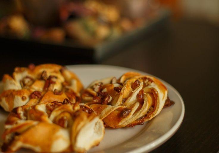 Op zoek naar een verwenontbijtje voor in het weekend? Probeer deze glutenvrije pecan karamel broodjes eens!