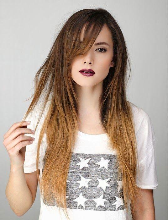 Más de 100 peinados de mujer para Primavera-Verano 2016: Liso con flequillo al lado y mechas californianas. Despuntando la parte inferior, da una sensación más veraniega