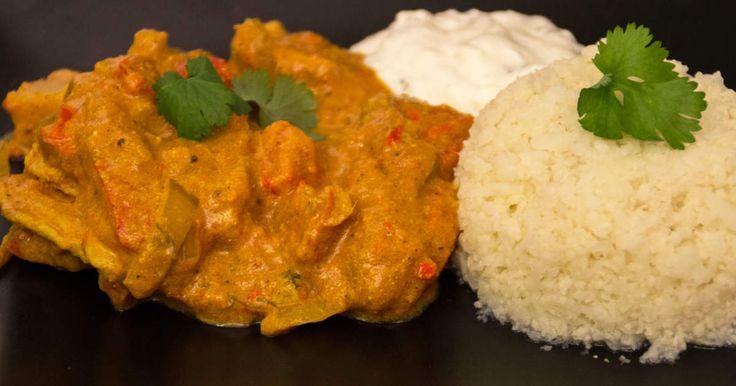 Chicken tikka masala med myntadipp och blomkålsris.Klassisk indisk rätt med LCHF tillbehör.