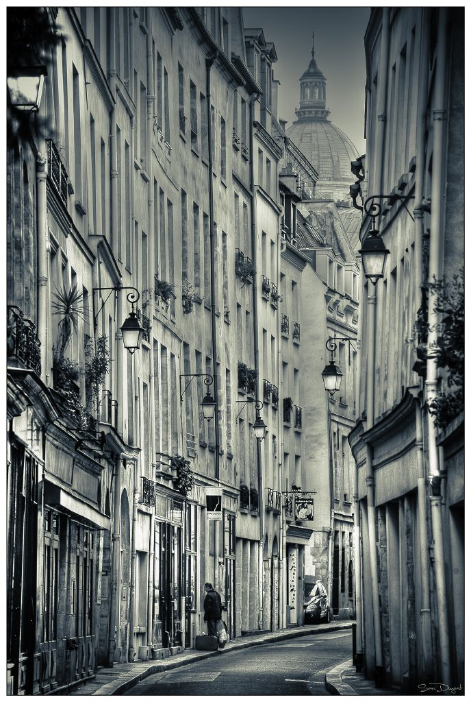 Paris street. Great atmosphere in this photo.