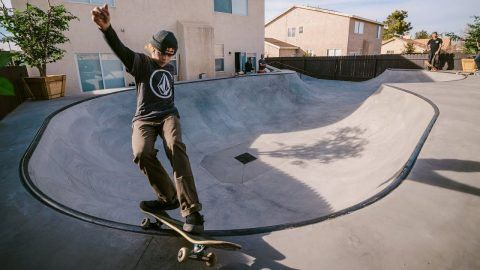 CJ Collins' New Backyard – Volcom: Volcom – Like any 14 year-old, having a skatepark in your backyard is an absolute dream! CJ Collins let…