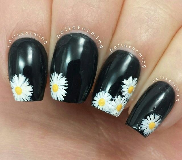 Daisy Nail Art ~ I'd like the 3 flowers in the corner on my great toe!