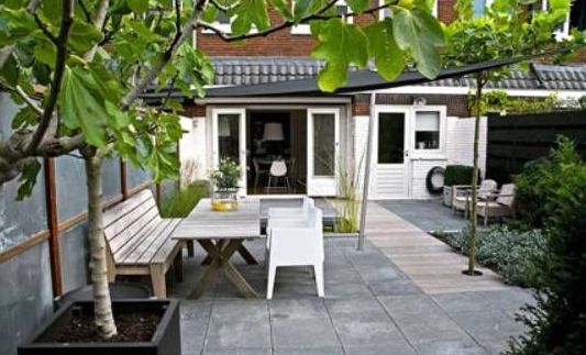 Grijze grote stenen met hout tuin pinterest met for Tuin decoratie met stenen