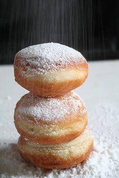 Bomboloni hyper moelleux (beignets italiens parfumés aux zestes d'orange ou de citron et à la vanille)