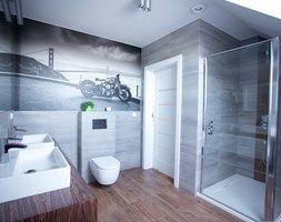 Bliźniak w Gruszczynie - Duża łazienka na poddaszu w domu jednorodzinnym z oknem, styl nowoczesny - zdjęcie od Norbert Perliński