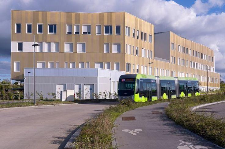 Campus de Metz - 2 bâtiments MIN et LEM 3 - MYRAL PRO, Procédés Myral d'isolation de bâtiments par l'extérieur Enjeux du projet :  DEUX BÂTIMENTS NEUFS SUR LE TECHNOPÔLE DE METZ  - Un bâtiment de 11 000 m² pour ses 1 100 étudiants ainsi que 4 laboratoires de recherche   - Un bâtiment de 3 800 m² pour héberger le laboratoire LEM3  Au total, 2 300 m² de façades.  #campus #revêtement #isolation #façades #architecture