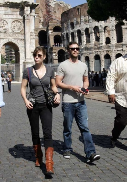 Justin Timberlake seen enjoying the sights of Rome with girlfriend Jessica Biel. The Hollywood couple spent their afternoon touring around the Colosseum.