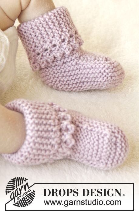 "Knitted DROPS slippers in garter st with picot edge in ""Karisma"". Size 0-4 years ~ DROPS Design"