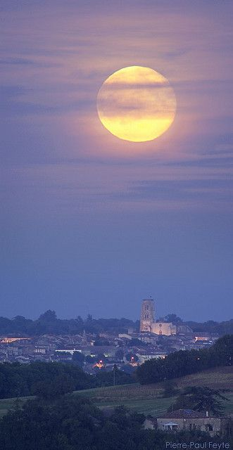 Moonrise over Lectoure, Gascony, SW France • photo: Pierre-Paul Feyte