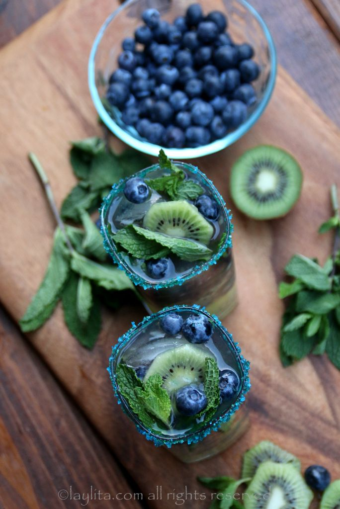 Mojito with kiwi and blueberries