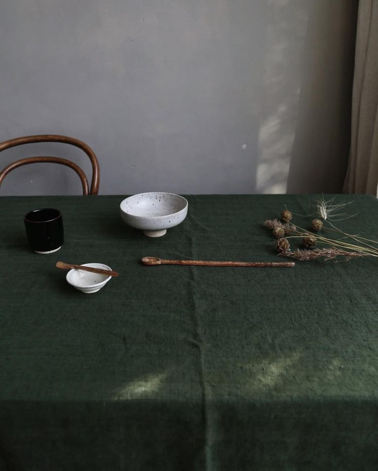saar manche - dark green tablecloth