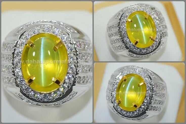 ★ Batu Mulia Crystoberyl CAT'S EYE Cristal Mulus ★ Code :CE 118 Nama : Cat's Eye Crystoberyl Asal/Origin :Srilangka Berat Batu :4.5 ct Berat Total :15.5 gr Size/Ukuran : 11.2 x 7.5 x 5.2 mm Shape/Bentuk :Oval Transparancy :Transparant Color/Warna :Yellow Grenist Clarity :Slightly Include Cutting Style :Double Cabochon Ring/Kerangka :Silver Com Gold Plate
