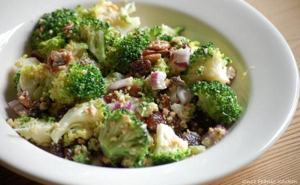 Gezond dagje - Broccolisalade met rozijnen en cashewnoten - Onze Franse keuken