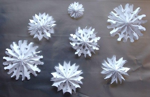 how to cut 3d snowflakes out of paper