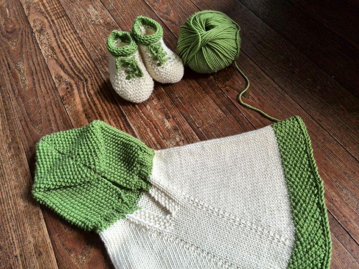 Poncho e scarpine in lana merinos