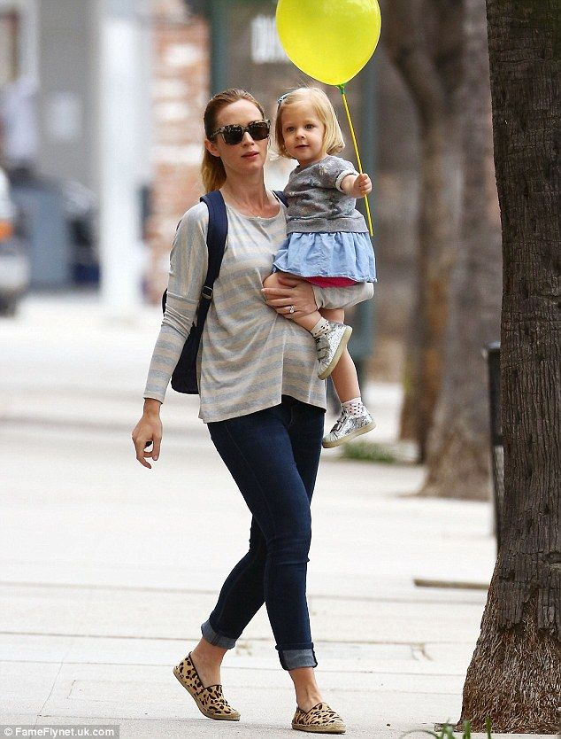 Time for a trim! Emily Blunt was seen with her super cute daughter Hazel on Thursday as th...