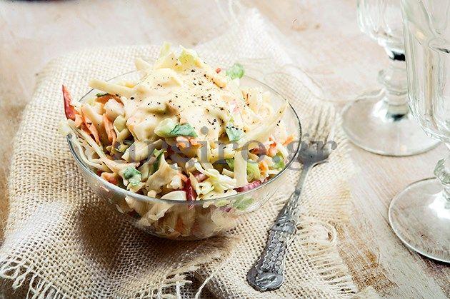 Σαλάτα coleslaw με την ωραιότερη σπιτική μαγιονέζα..