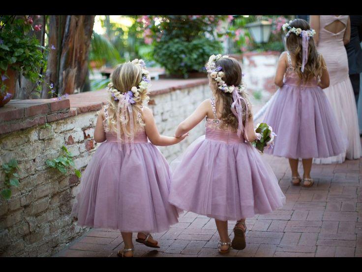 Prachtige #bruidsmeisjes in het lila! Is het geen plaatje? #trouwen #huwelijk #weirdcloset