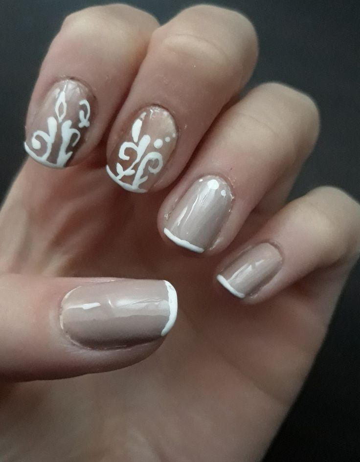 French ombre nail art .