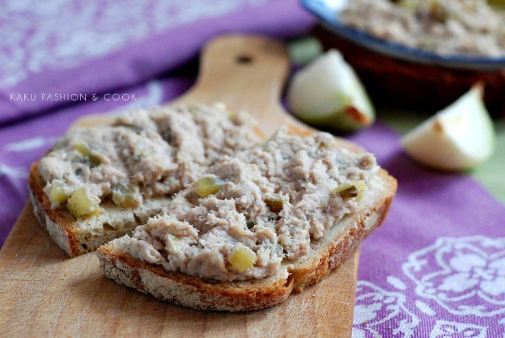 Rybna pasta kanapkowa z makreli / Fish, mackerel, onion