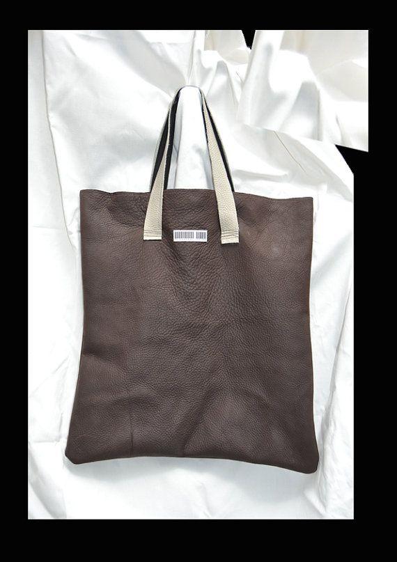 Maxi Bag in pelle di recupero da scarti industriali.  Texuture differenti Chiusura con bottoni automatici  Fodera interna floreale in seta