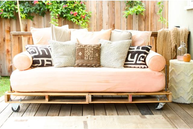 DYI Pallet Hacks- Patio Sofa